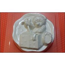 213 - Мишка и подарок, форма для мыла